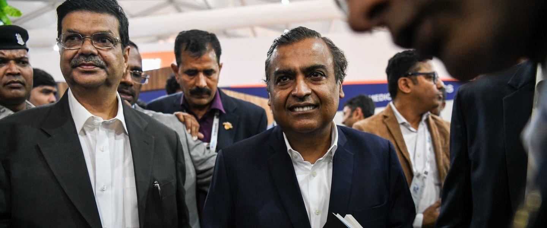 Au centre,Mukesh Ambani, dont la fortune est estimée à quelque 52 milliards d'euros. |Chandan Khanna / AFP