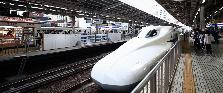 Le train à grande vitesse est sur le point de dérailler