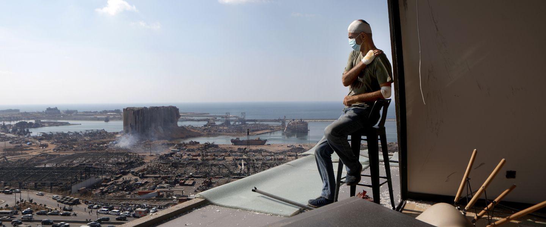 Le producteur de télévision Tony Ahwaji, dans son appartement ravagé par la catastrophe du 4 août. Patrick Baz / AFP