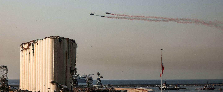 Des appareils libanais, au-dessus du port ravagé de Beyrouth, le 4 août 2021. | Patrick Baz / AFP