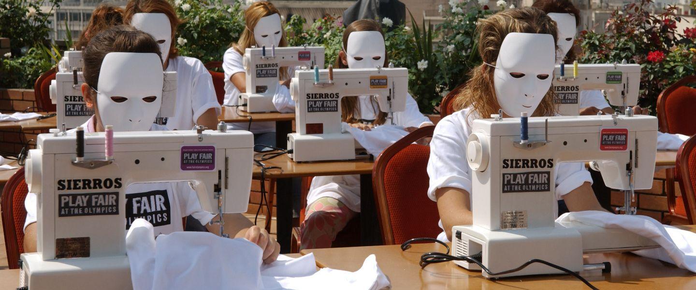 À Athènes, des femmes manifestant contre les conditions de travail inhumaines dans les sweatshops. |STR / AFP