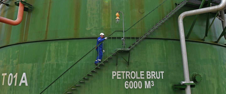 Le marché du pétrole se noie dans sa propre production