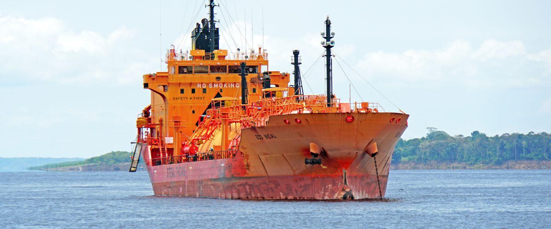 Un navire battant pavillon des Îles Marshall au large des côtes brésiliennes. | Dennis Jarvis via Flickr