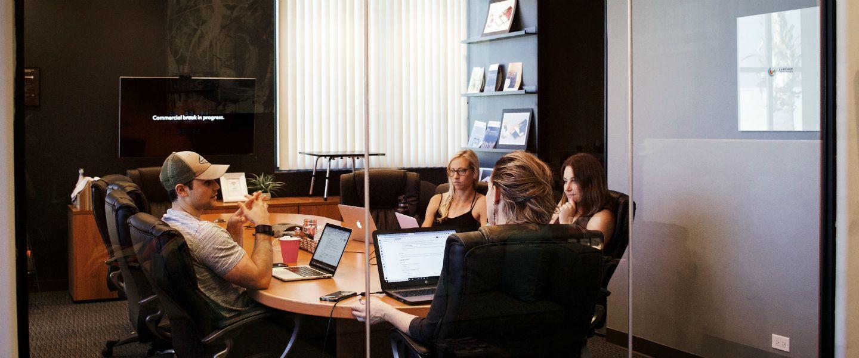 Hasil gambar untuk Disco, l'entreprise où le personnel doit louer ses salles de réunion