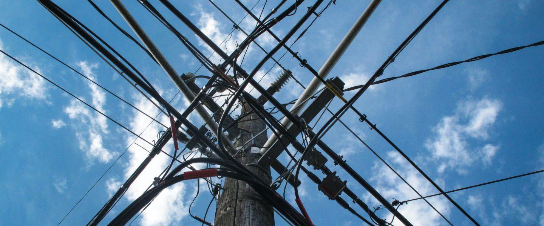 Convertir des ondes radio en électricité, et se débarrasser de ces disgrâcieuxsalmigondis câblés.  Dina Lydia via Unsplash