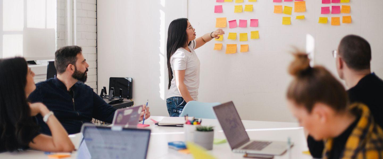 Améliorer le bien-être au travail en analysant la com' interne
